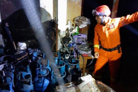 Ruang penyimpanan elpiji 12 Kg terbakar di Pulogadung