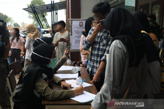 Puluhan pelajar di Sukabumi terjaring razia di tempat hiburan
