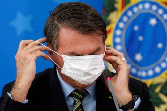 Presiden Brazil lepas masker di depan umum setelah pulih dari COVID-19