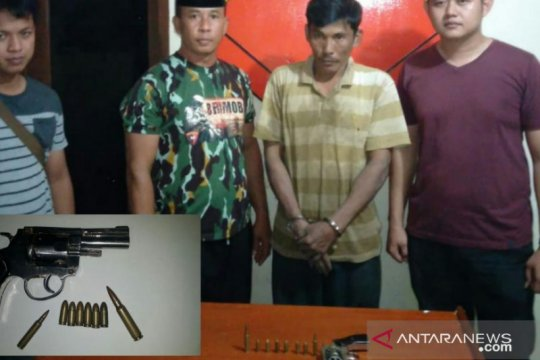 Polisi tangkap komplotan pencuri sawit bersenjata api