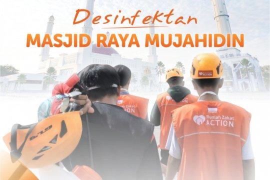 Rumah Zakat disinfektan Masjid Raya Mujahidin sebelum Shalat Jumat