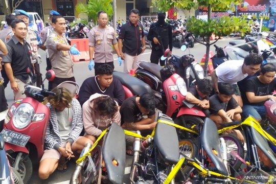 Polisi tangkap 33 pemuda lakukan balap liar di Bali