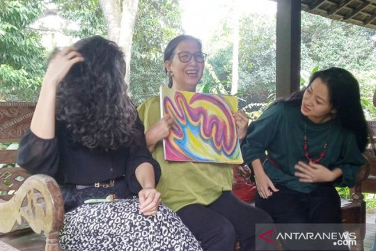 Pasien COVID-19 asal Depok tenangkan diri dengan melukis hingga sembuh