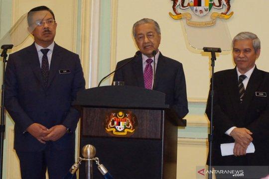 Mahathir Mohamad mengarantina diri