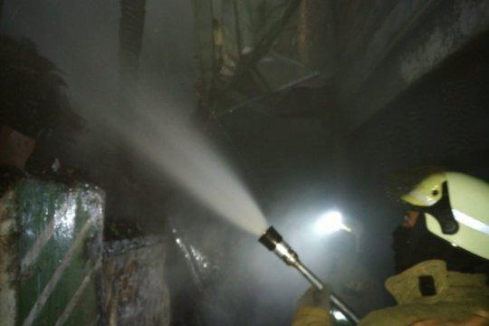 Pedagang nasi uduk terluka saat api membakar empat rumah di Rawamangun