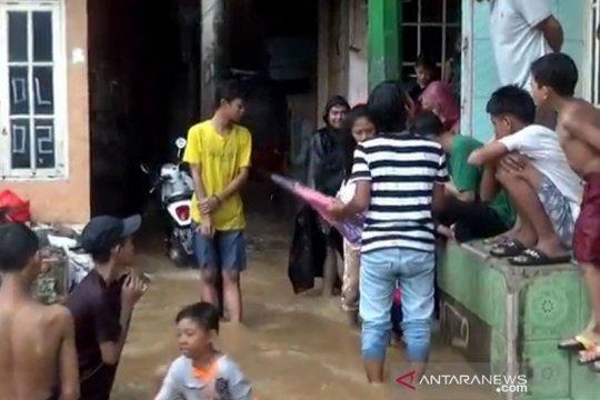 Banjir genangi sejumlah permukiman dan jalan di Jakarta Timur