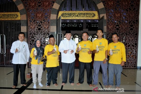 Siswa SMAK racik hand sanitizer untuk Masjid Raya Sumbar