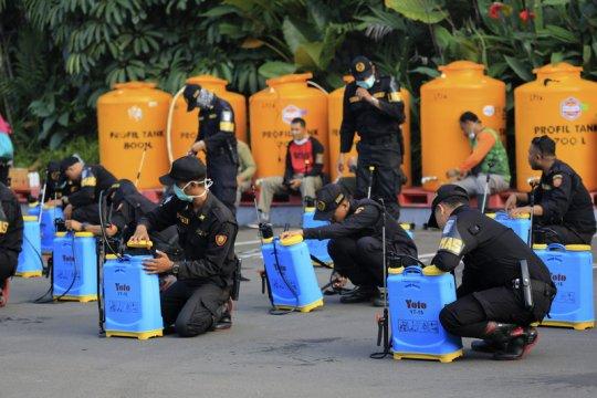 Pemerintah Surabaya bagikan penyemprot disinfektan ke kelurahan