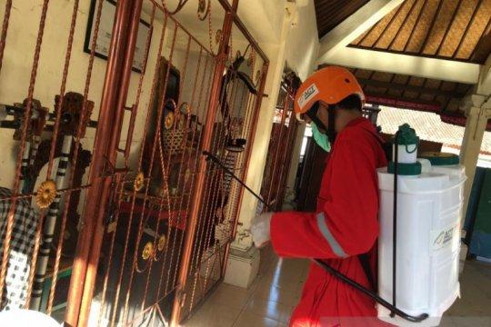 ACT Bali-Dinkes Denpasar semprot disinfektan di Banjar Sanglah