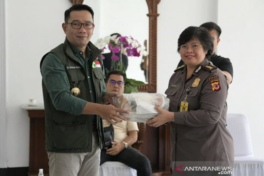 Pemprov Jabar gandeng PT Pos Indonesia distribusikan sejuta masker