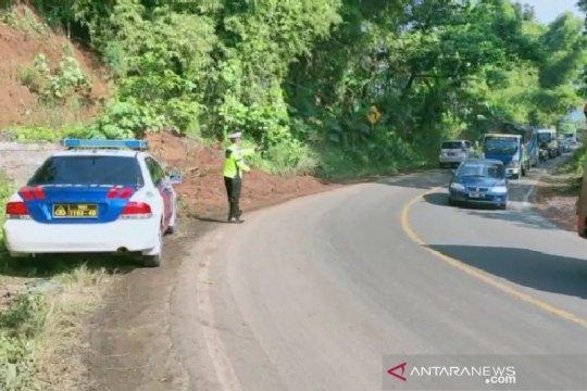 Jalan nasional Bandung-Garut kembali lancar setelah diterjang longsor