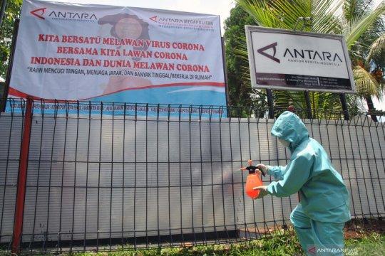 Penyemprotan disinfektant kantor ANTARA BPJ Bogor