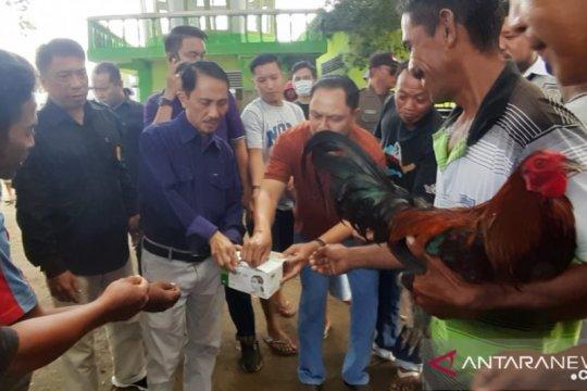 Bupati Gorontalo bagikan masker di Pasar Limboto