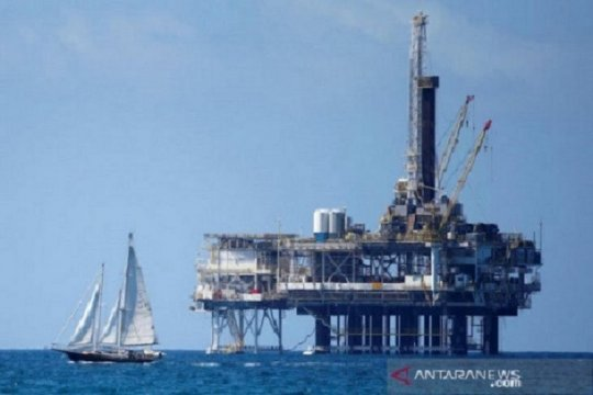 Harga minyak jatuh, setelah laporan persediaan minyak AS