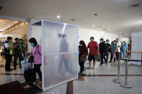 Surabaya pasang dua bilik sterilisasi di Terminal Juanda