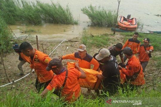 Empat korban hanyut di Sungai Air Molek Riau ditemukan