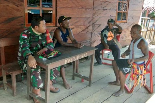 Satgas TMMD sosialisasikan pencegahan corona pada warga Kampung Kibay