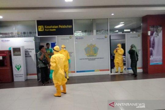 Penumpang dievakuasi di Bandara Pekanbaru karena gejala COVID-19
