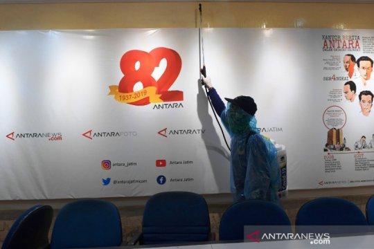NasDem Jatim lakukan penyemprotan disinfektan ke kantor media