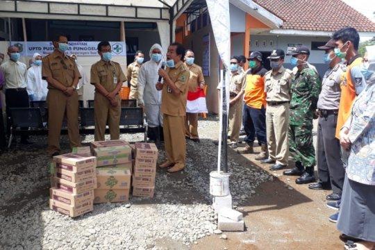Bupati Banjarnegara bagikan masker untuk tenaga kesehatan di puskesmas
