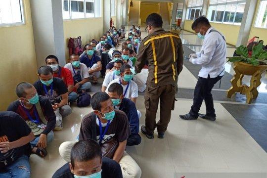 Kemensos pastikan TKI dari Malaysia sehat dan wajib karantina