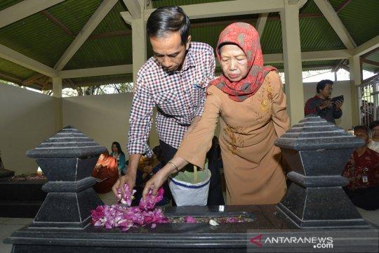 Ibunda Jokowi meninggal, pianis Ananda Sukarlan persembahkan lagu