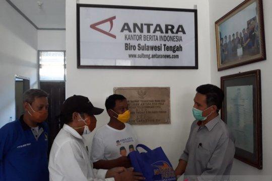 NasDem Sulteng bagikan 10.000 masker cegah COVID-19