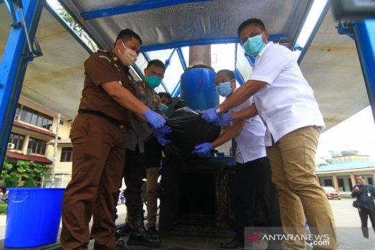 Polda Kalbar musnahkan 12 kg sabu dan 2,1 kg tembakau gorila