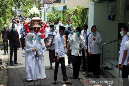 Jenazah ibunda Jokowi disholatkan di Masjid Baturrachman