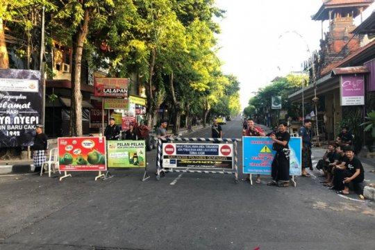 Masyarakat Bali tetap di rumah setelah Nyepi antisipasi COVID-19