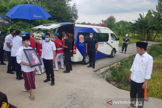 Prosesi pemakaman Ibunda Presiden di Pemakaman Mundu dimulai