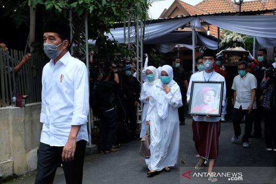 Prosesi pemakaman Ibunda Presiden Jokowi
