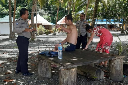 Polisi larang dua turis Rusia berwisata di Pantai Tablanusu Papua