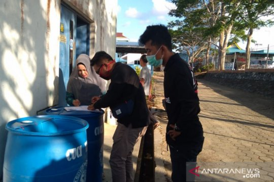 Relawan bangun sarana pencuci tangan di RSUP Kepri