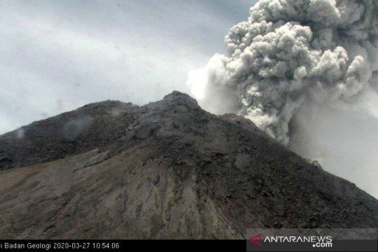 Gunung Merapi meletus dengan tinggi kolom asap 5.000 meter