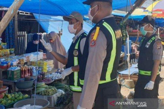Cegah COVID-19, Polisi lakukan edukasi ke pedagang pasar tradisional