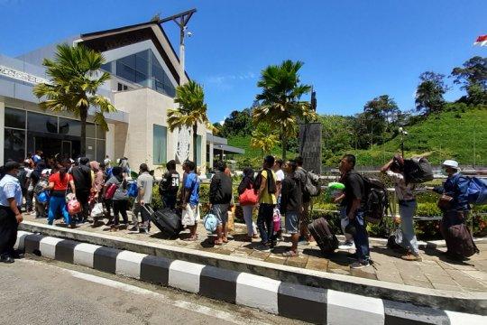 TNI amankan 10 WNI dari Malaysia melalui jalur ilegal Entikong