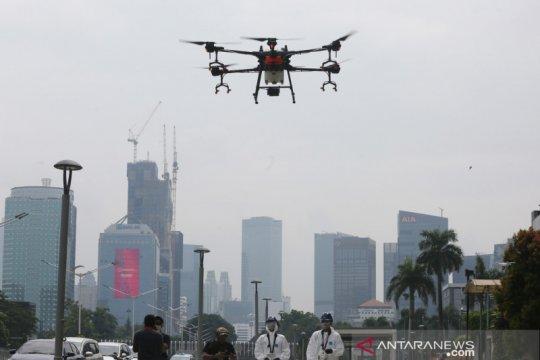 TNI AU dan FASI semprot disinfektan menggunakan drone di Jaktim