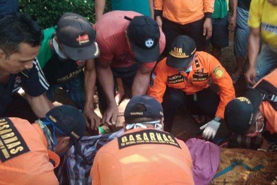 Tim SAR evakuasi penderes nira kelapa tenggelam di Sungai Tenggulun