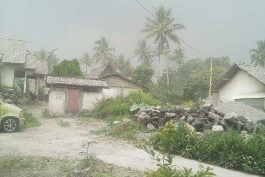 Hujan abu guyur wilayah Dukun Kabupaten Magelang