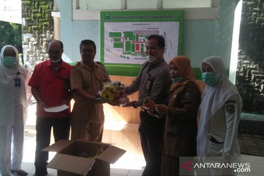 Bantu tangani COVID-19, DPD PKS Ogan Komering Ulu salurkan bantuan APD
