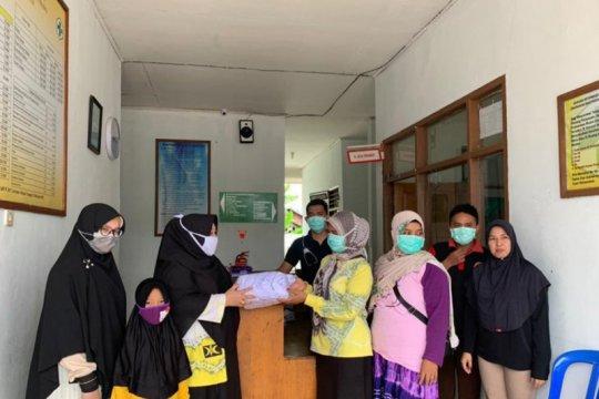 PKS bagikan masker gratis antisipasi penyebaran COVID-19