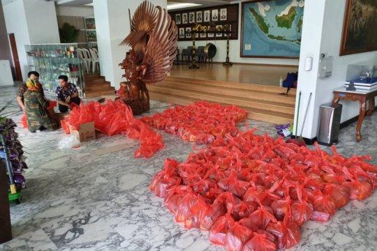 KBRI Kuala Lumpur bagikan sembako kepada WNI terdampak isolasi
