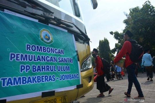 Pesantren di Jombang pulangkan santri
