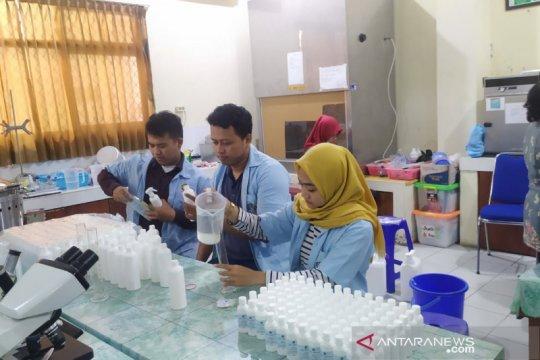 Fatipa Unisri Solo produksi cairan pembersih tangan untuk masyarakat