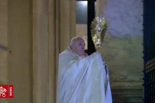 Paus awali Pekan Suci di tengah pandemi, sebut ini saatnya melayani