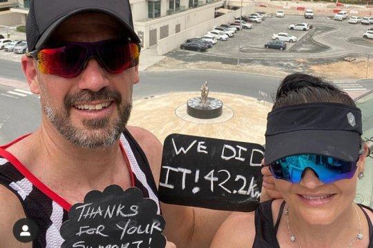 Pasangan asal Afsel lari marathon di balkon untuk melepas kesedihan