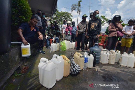 Pembagian disinfektan gratis di Bali