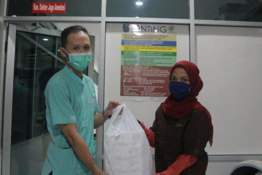 Bisnis kafe putra Risma bantu makanan untuk dokter RSUD dr. Soetomo