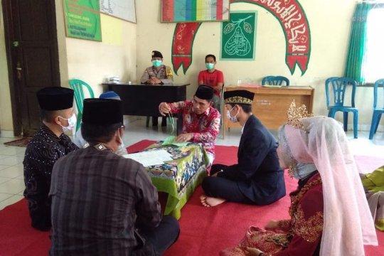Pasangan pengantin Musi Banyuasin pilih gelar akad nikah di KUA